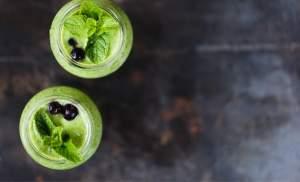 zeleni smoothie v kozarcu